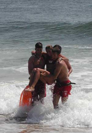 Life guards rescue victim from rip current (Credit: NOAA)